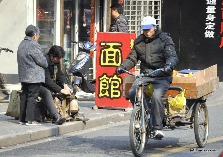 Three wheels, Shanghai, 2012