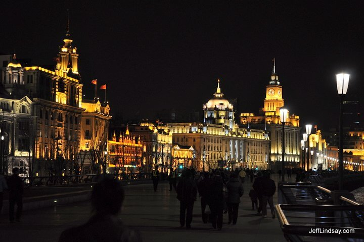Night shot on the Bund.
