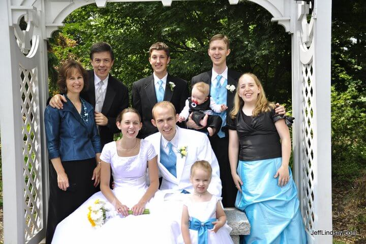 The Lindsay families at the grounds of the Washington D.C. Temple.