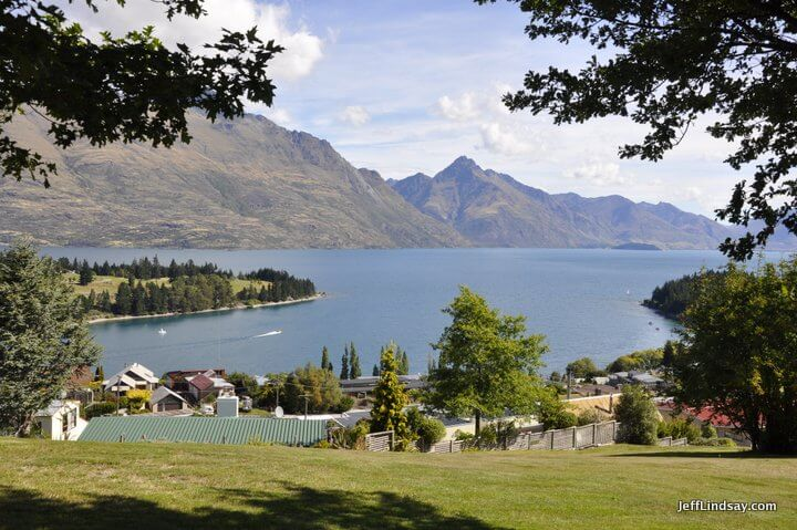 New Zealand: lake at Queenstown