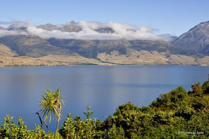 New Zealand: lake view