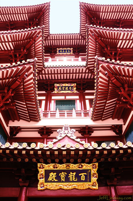 Looking up at the entrance of the Buddha Tooth Relic Temple, a temple that claims to have a tooth of Buddha as a sacred relic. A beautiful place at the edge of Chinatown.